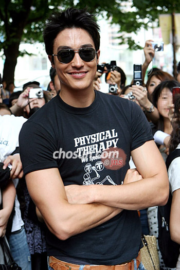 daniel-henney-outdoors